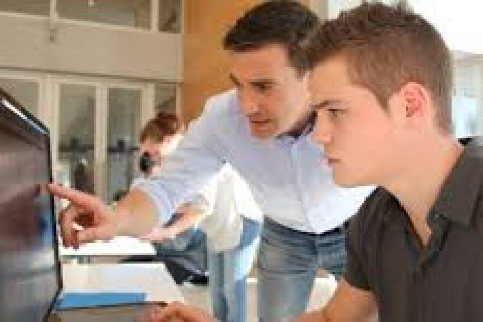 Държавната администрация търси над 1200 студенти за стажантските си програми
