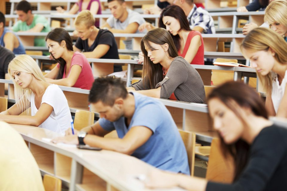 """Кабинетът """"Герджиков"""" оряза студентите държавна поръчка"""