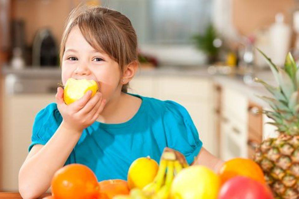 В сила са промените в Училищните схеми за плодове, зеленчуци и мляко