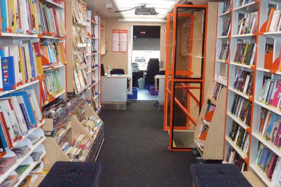Библиобус тръгва със стотици книги из София
