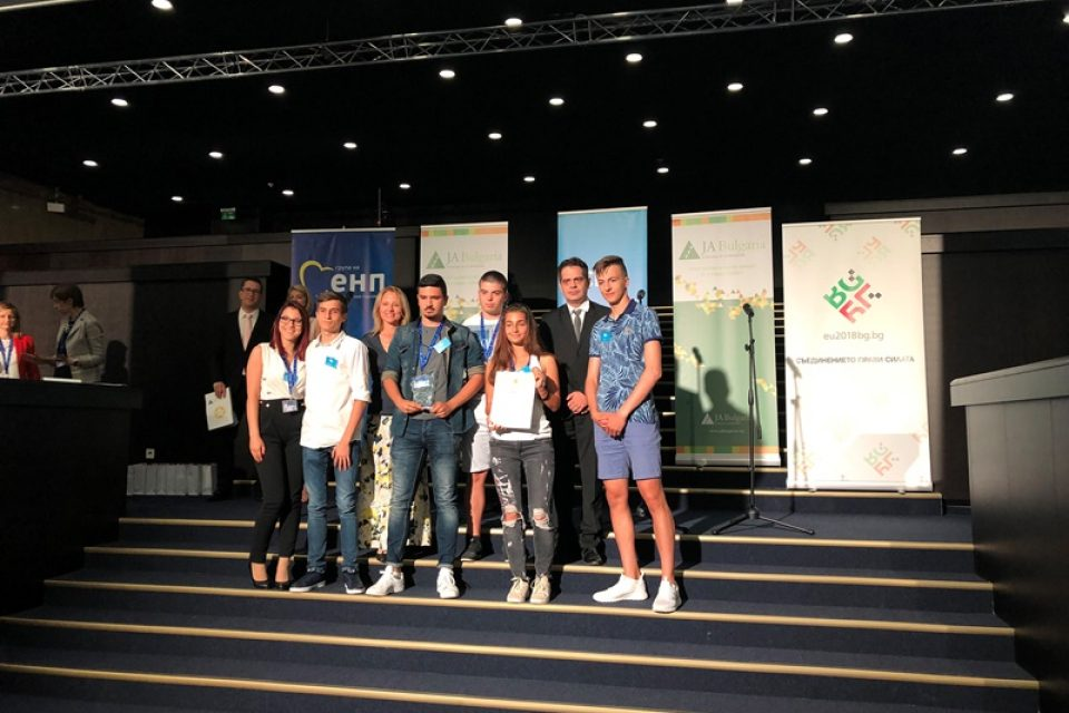"""Заместник-министър Лъчезар Борисов връчи награди на трите най-добри учебно-тренировъчни фирми в конкурса """"Брандико"""""""