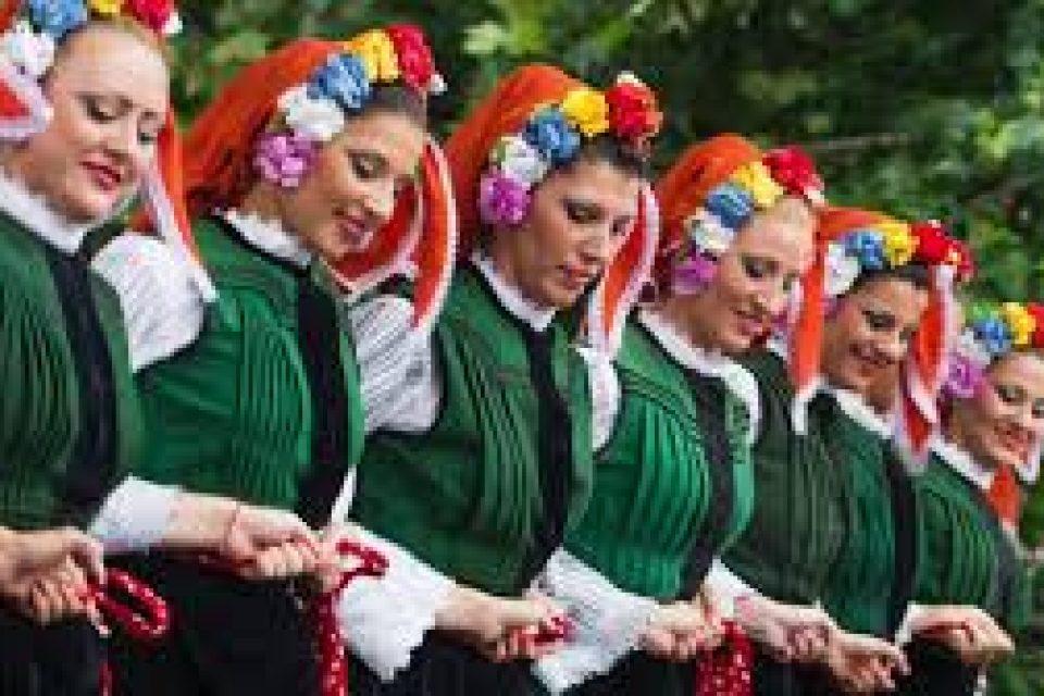 Почти 70% от българите вярват в културното превъзходство на България